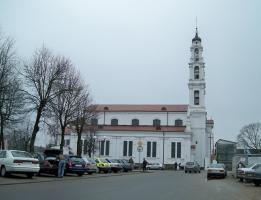 Сквер возле автостанции. Костел Святого Михаила Архангела г. Ошмяны